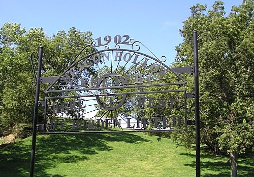 Entrance to Beacon Hollow (Mental Health Institute) Cemetery